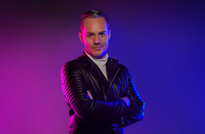 Wie is Big Brother presentator Peter van der Veire?