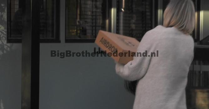 De Big Brother bewoners ontvangen een pakketje van buitenstaanders