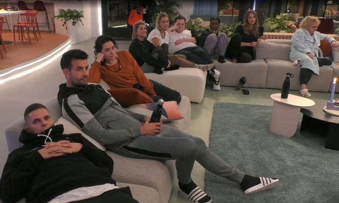 Big Brother vertelt de groep wie er genomineerd is