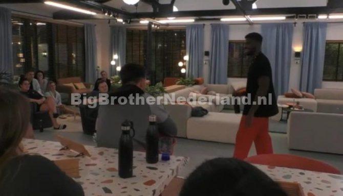Jowi vertelt de groep dat hij over een twee dagen Big Brother verlaat