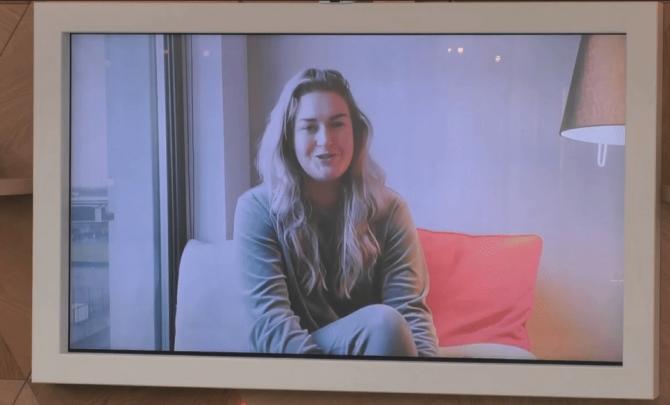 De bewoners krijgen een videoboodschap van Jill