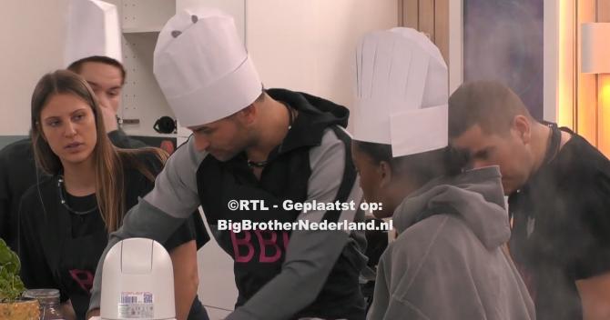 Big Brother heeft een cupcake wedstrijd voor de groep: Big Brother Bakt