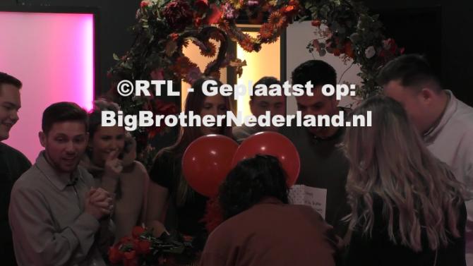 De bewoners krijgen valentijnskaarten van Big Brother fans