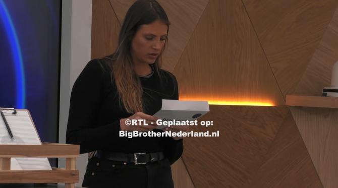 Big Brother laat de bewoners een persoonlijke brief schrijven aan één iemand van het thuisfront