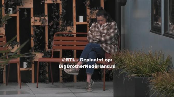 Big Brother laat de bewoners een stilte opdracht uitvoeren, wie praat is genomineerd