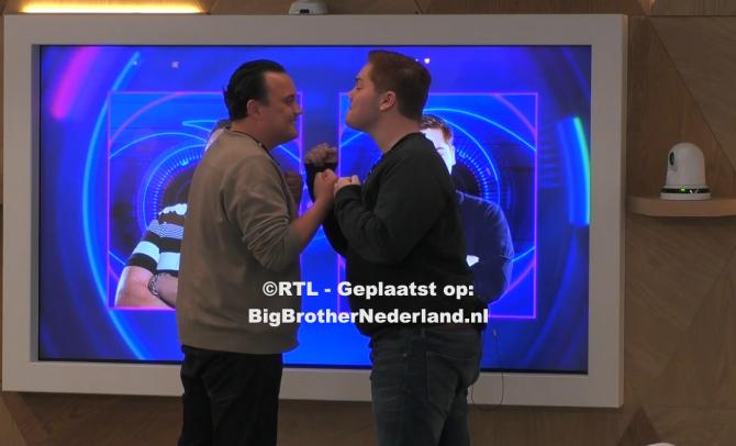 Big Brother vertelt aan Mike en Matt dat ze genomineerd zijn