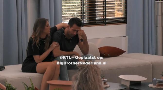 Michel zegt sorry aan zijn medebewoners en huilt, Julie is bang dat het om gevoelens gaat