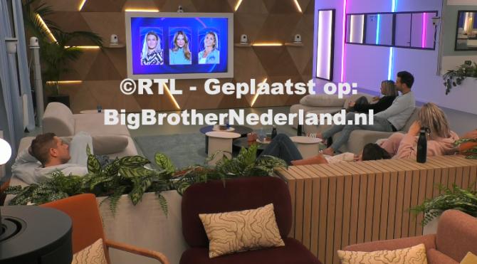Big Brother verteld Julie, Jill en Liese dat zij genomineerd zijn