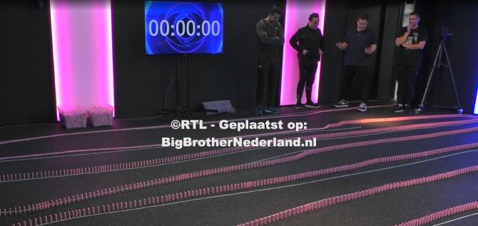 De Big Brother bewoners hebben de domino opdracht succesvol afgerond