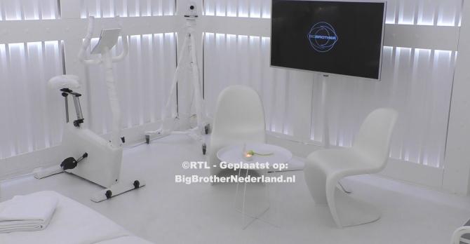 Big Brother laat de white room zien waar Julie heen moet