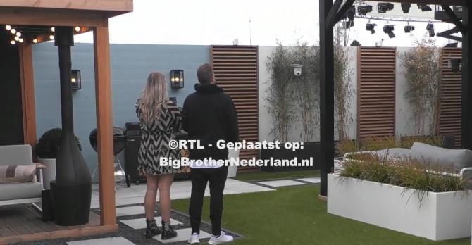 De finalisten van Big Brother worden in het huis geïnterviewd door de media