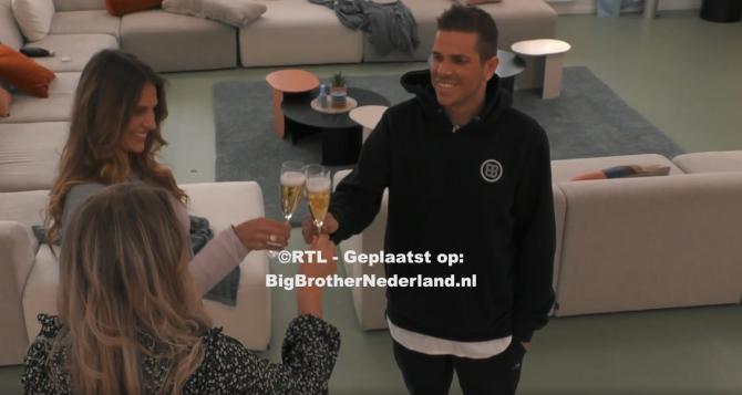 Finalisten Nick, Liese en Jill proosten op de finale van Big Brother
